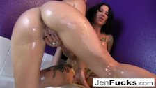 Hot lesbian oil session in the bathtub - duration 6:55