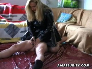 Amateur Handjob Mature Woman With Cumshot