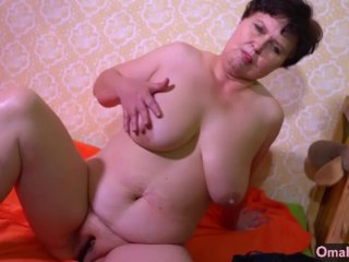 Omahunter Old Lesbian Solo Posing And Masturb