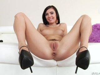 Brunette Marley Brinx Loves Toys And Cocks