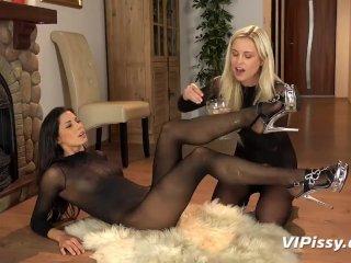 Dido Angel & Amp; Alexa Thomas Lesbian Piss Drinking