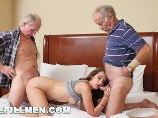 Teenka vyskúša sex so staršími mužmi