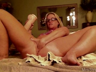 Milf With Giant Dildo In Front Of The Webcam
