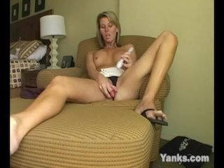 Yanks Busty Milf Desiree Jabiga Masturbating