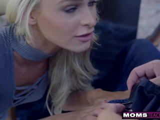 Sexy mamina zvedie nevlastného syna