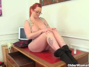 UK milf Summer Angel Lee loves anal dildoing