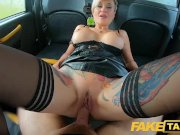 Секс такси - порно сквирт блондинки на сидении авто