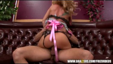 Sexy blonde waitress seduces her customer - brazzers