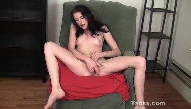 Beauty Amateur Chloe Finger Her Pussy