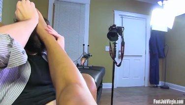 Amateur has her feet adored at Footjob Virgin