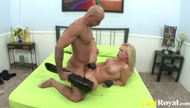 Hot policewoman Dylan Riley loves to fuck