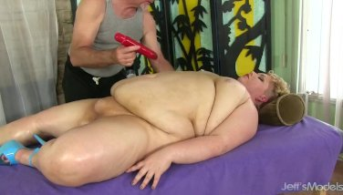 Fat Woman Receives a Filthy Cunt Massage