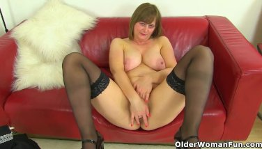 English milf Heidi lets you enjoy her curvy body