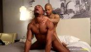Ebony gay stud Nextdoorebony hooking up with hung stud from the gym