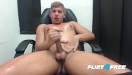 Solo gay blonde - Flirt4free - scott simon - blond hottie jerks off in his computer chair