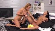 Megan fox peeing Lesbian piss - turned on babes dafne and chrissy play with their pee