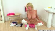Amamture reluctant milf kisses another woman British milf holly kiss dildo fucks her hungry cunt