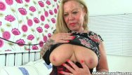 Sexy cunnies - British nanny tigger spreads her old cunny