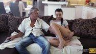 Disabled sex ads Daddy4k. la cattiva ragazza inizia ad accarezzarsi seduta vicino al vecchio