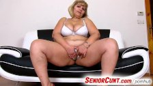 Anna a fat lady pussy close-ups and fingering