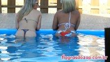 Flagra da irmã gostosa na piscina