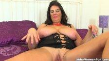 British milf Lulu Lush and her big tits