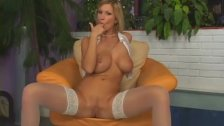 Busty Carol uses her fingers