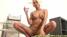 Sexy pee fetish hottie fingers her wet clit