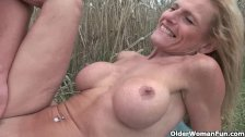 Senior lady with big tits gets fucked outdoor