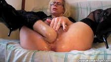 Granny pussy pissing
