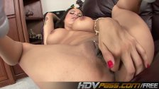 HDVPass Nadia Styles fingers her cunny