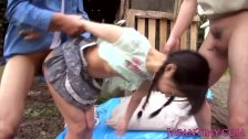 Tiny Japanese babe outdoor facialized