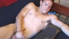 Young tattooed amateur cums on his skateboard