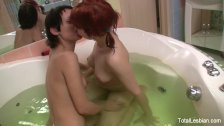 Young & horny hotties get it on in the bath