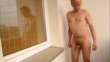 P416n redbube nackter Mann auf dem Balkon zeigt Penis und Arsch 7c8a1 uomo