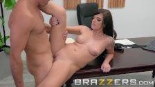 Brazzers - Scarlett Mae Sabe Como Obtener El Trabajo