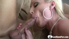 Seductive girlfriend loves to get nailed without mercy