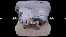 Teen fucks dildo and shoots powerful pee stream on floor - Virtual Porn