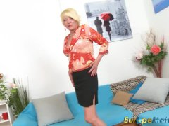 Europemature Sexy Amanda Playing Alone With Pussy
