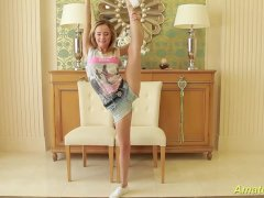 Petite Flexible Gymnast Masturbating