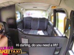 Rubia se tira a una taxista para poder pagar así el viaje en taxi | Sexo vaginal Video