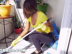 BANGBROS - Latina maid Mariah cleans more than just the apartment