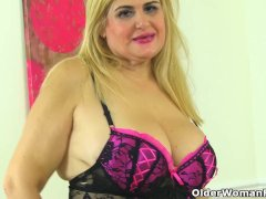 European Mature Musa Gives Her Pink Hole A Toy Treat