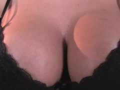 Well Gifted Rozi Dildoing Her Pussy