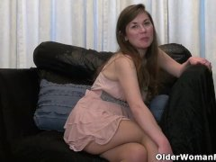 Hairy Cougar Susana Moore From The Usa Is Toying Her Pussy