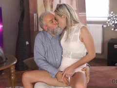 Old Daddy Tastes Young Juicy Vagina And Drills It Hard