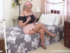 Tattoo Hefty Globes Platinum-blonde Louise Lee Strokes To Orgasm In Unfashionable Nylons