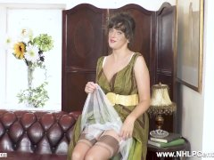 Brunette Natural Big Tits Kate Anne Masturbates In Rare Nylons And Heels