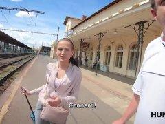 Hunter Rencontre Une Fille à La Gare Et Attire Sa Maison Pour Du Se