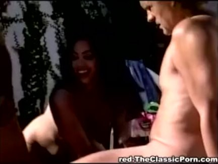 Дамочка содрогается в мощном оргазме